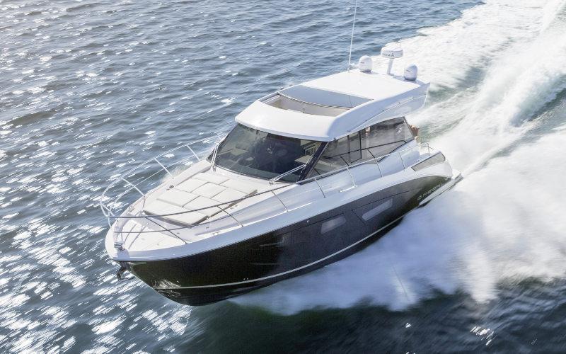 Regal Sport Yacht 42 Grande Coupe Bild 1