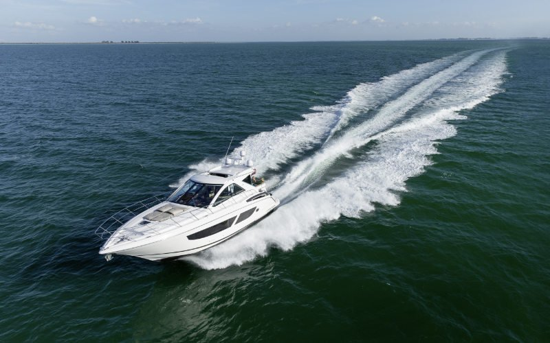 Regal Sport Yacht 53 Sport Coupe Bild 2
