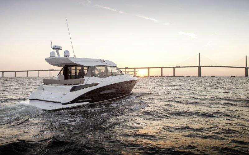Regal Sport Yacht 42 Grande Coupe Bild 3