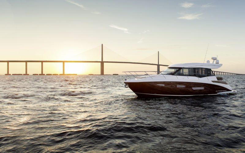 Regal Sport Yacht 42 Grande Coupe Bild 4