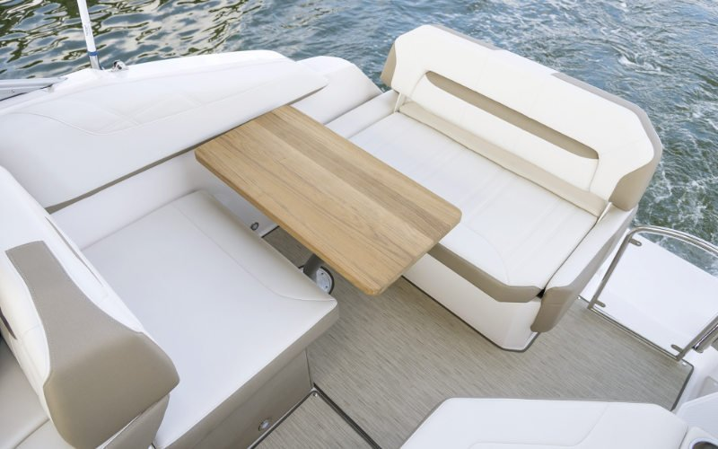Regal Express Cruiser 26 Express Bild 10