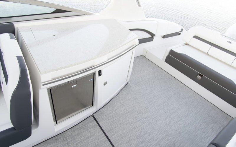 Regal Outboard 33 OBX Bild 11