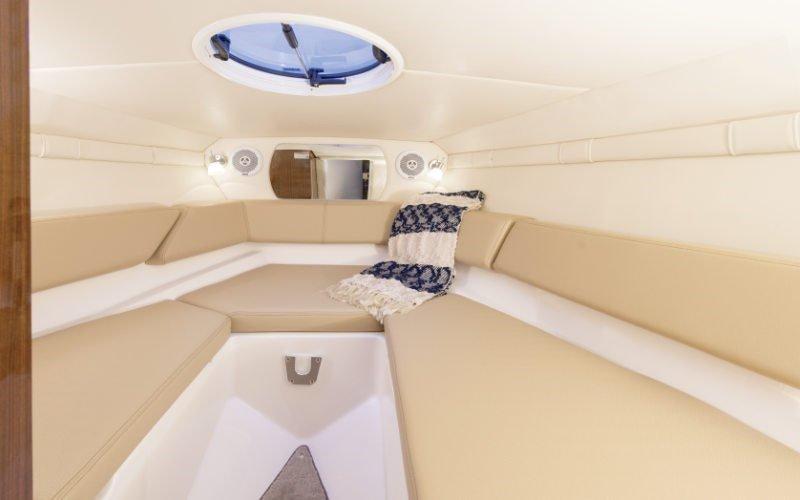 Regal Boote mit Kabine kaufen. Hier: Regal 2550
