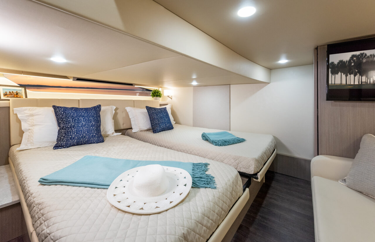 neue Regal Boote 2021: Die Regal 42 FXO. Hier: Eignerkabine
